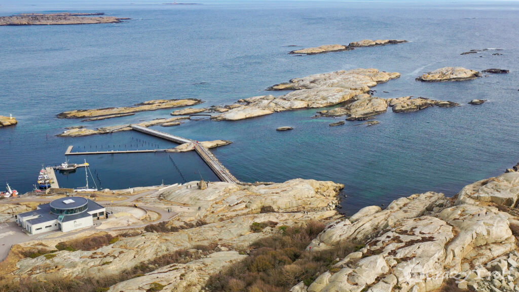 Bridge and islets at Verdens Ende